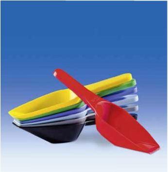 разноцветные мерные совки из пластика